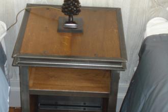 Table de chevet acier et chêne - réalisation sur mesure. pièce unique.             VENDU